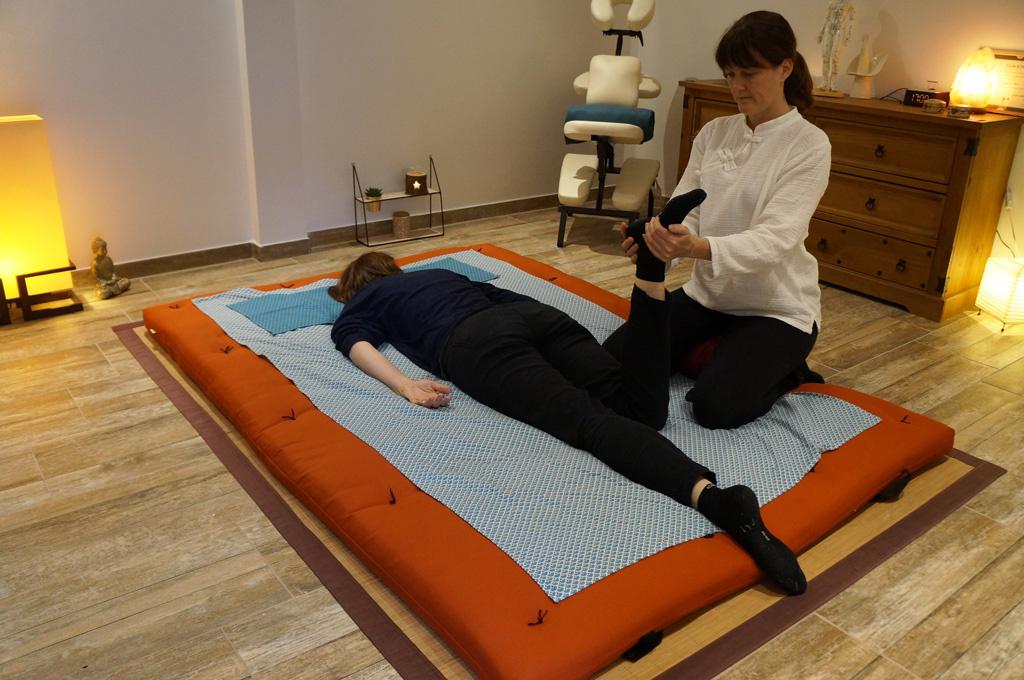 Natsuko Massage shiatsu sur futon